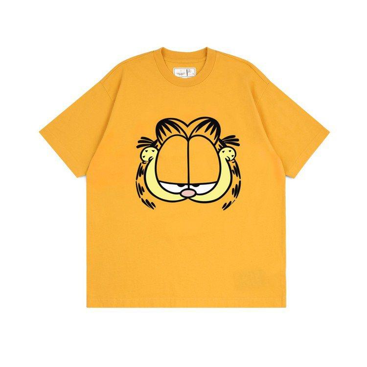 :CHOCOOLATE與經典卡通加菲貓推出聯名T恤,約1,199元。圖/I.T提...