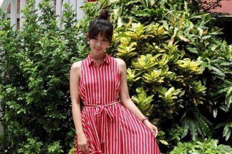 有「聲樂界林志玲」稱號的女星安唯綾,今年5月遭爆捲入已婚導演婚姻,被指控是「小三」,甚至連對正宮「嗆聲」截圖也流出,事發當時她自清也是受害者,在沉默46天後,安唯綾8日為客台電視電影「烏鴉燒」宣傳,...