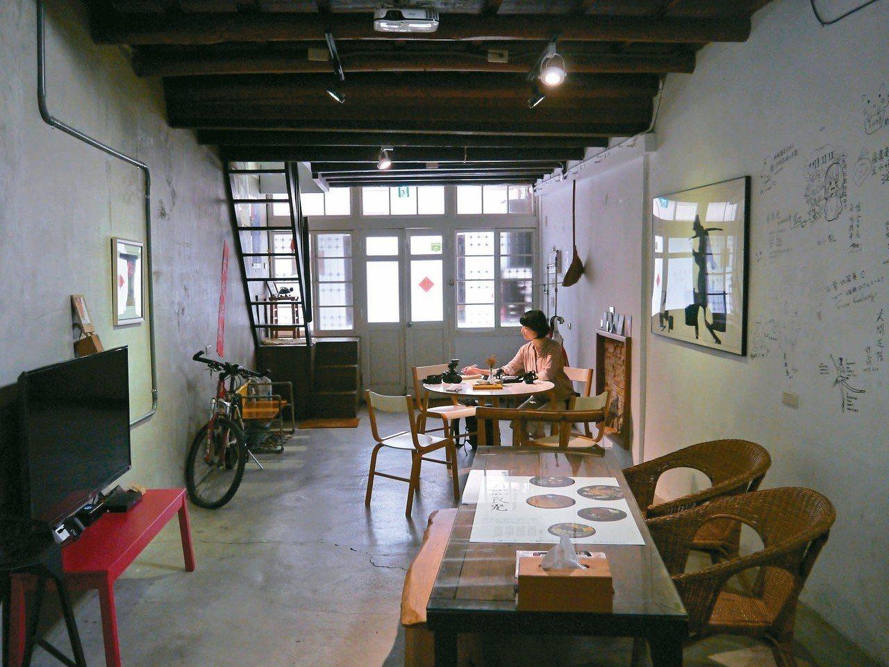 屎溝墘客廳一樓保有原貌。 記者羅建怡/攝影