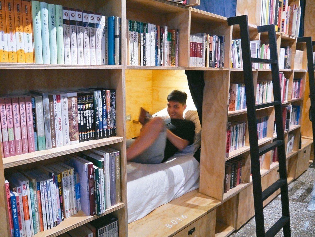 睡在書櫃裡,這種經驗,台南有! 記者羅建怡/攝影