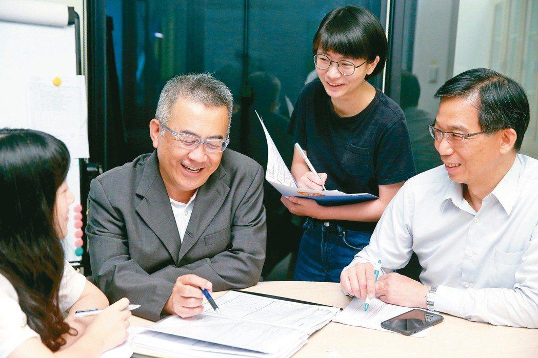 高齡者回到職場,可以是擔任顧問、諮詢等傳承、輔佐性質的工作,與青壯年的全職工作不...