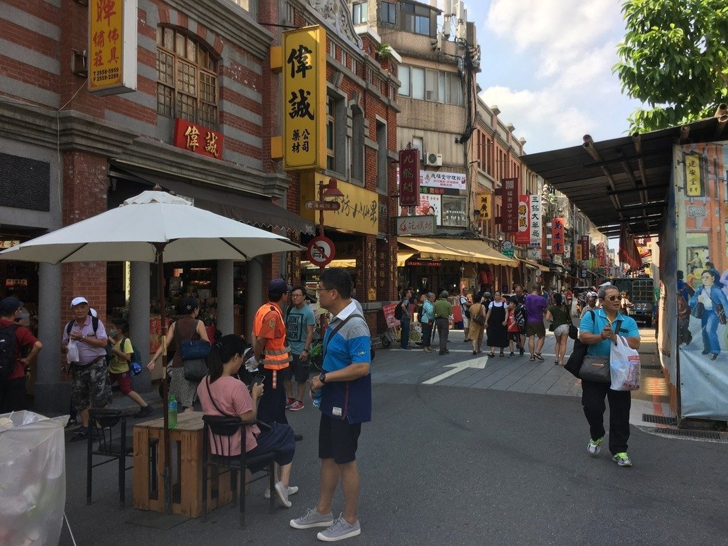 台北市推動「迪化街行人徒步區」。 圖/聯合報系資料照片