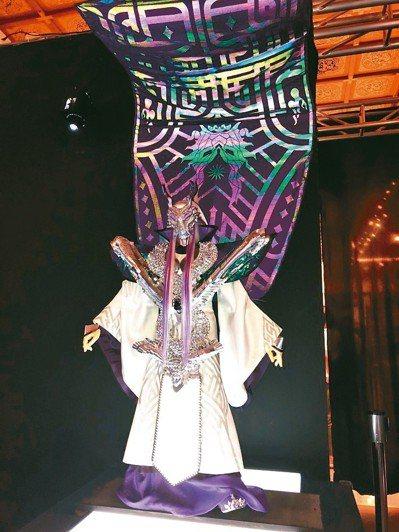 「霹靂藝術科幻特展」以感光布料打造特製偶服。 霹靂/提供
