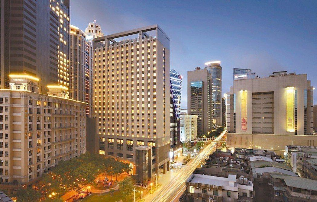 飯店業競爭將於第3季白熱化,包括新板希爾頓(如圖)等國內外共七家業者都有新布局。...