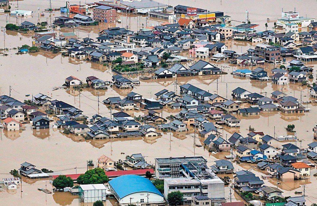 日本西部連日豪雨成災