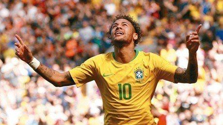 巴西足球明星內馬爾今年剛滿26歲,已經是全世界最高薪的運動員之一。 路透