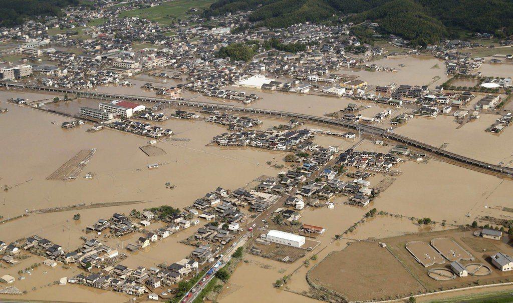 日本の大雨によって、12都道府県のうち少なくとも110人が死亡した。 AP通信