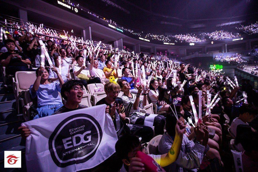 《英雄聯盟》洲際賽精彩總決賽吸引大批玩家到場支持。