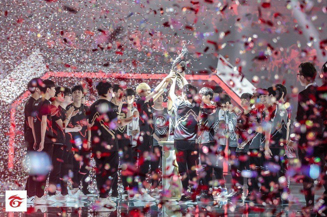 恭喜 LPL 賽區捍衛《英雄聯盟》洲際賽冠軍寶座成功。