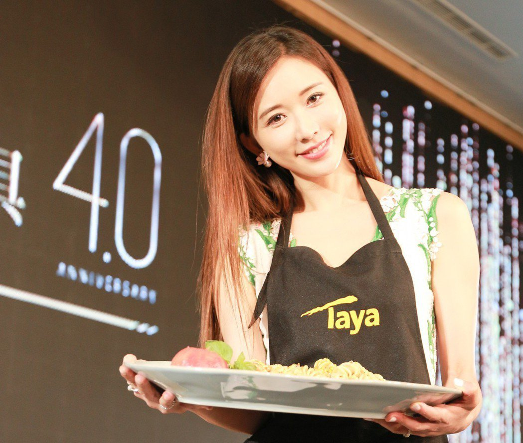林志玲擔任大雅廚具品牌代言人,誠意十足,在記者會現場煮義大利麵。 攝影/張世雅