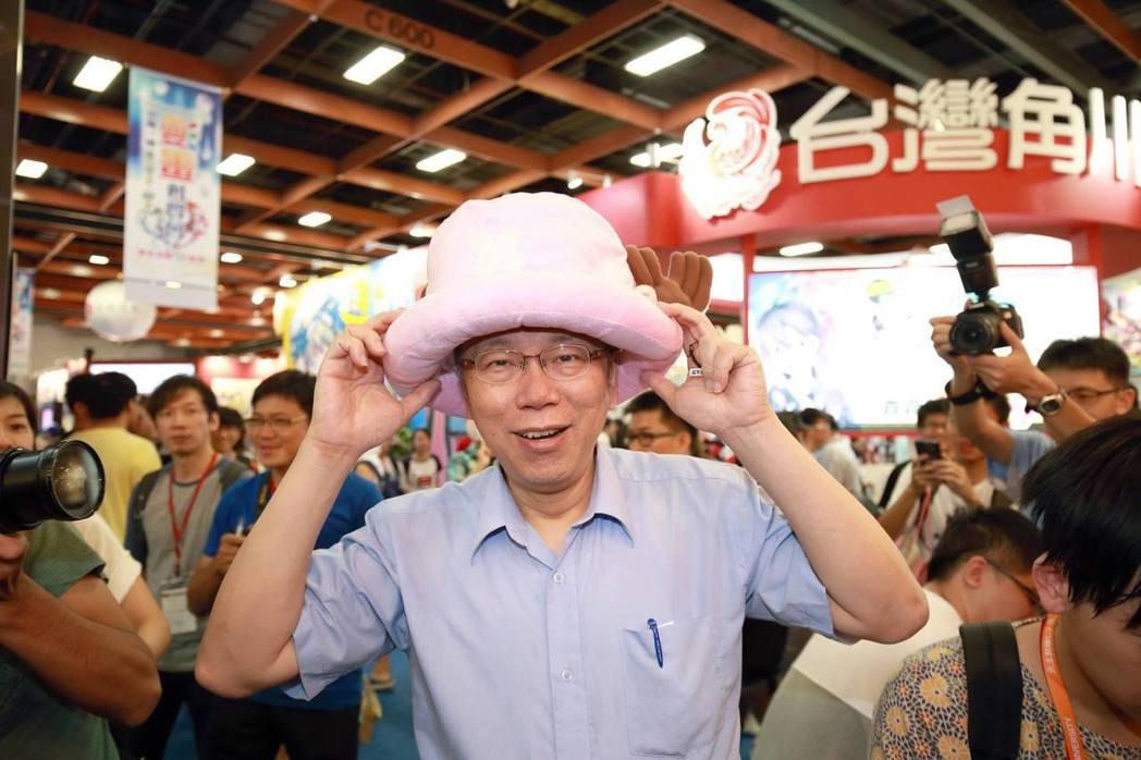 在美國,弱小者的形象以及裝可愛是不被青睞的;在台灣,政治人物裝可愛的形象卻是普遍...