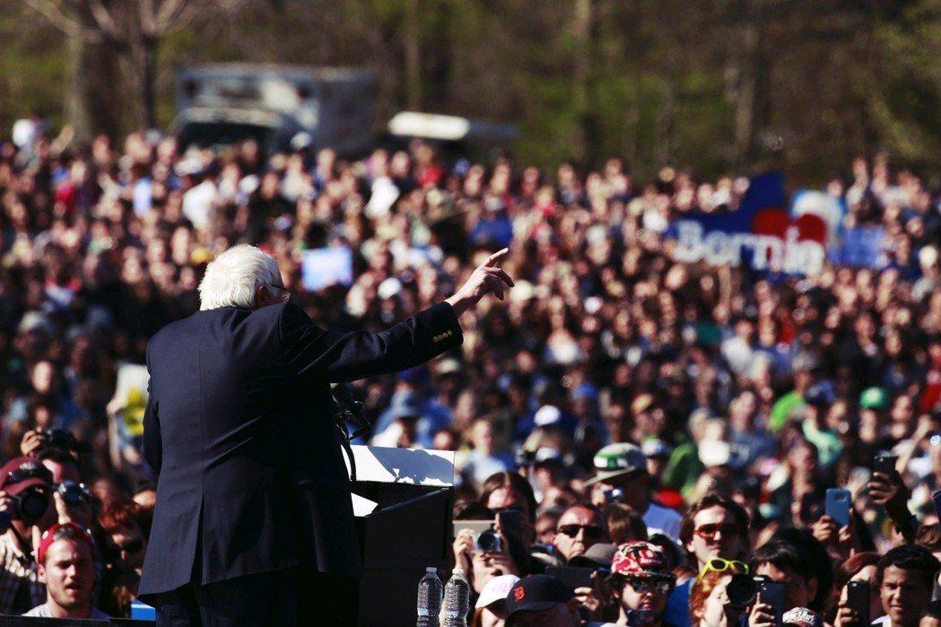 桑德斯稱讚:「她在地方上與整個黨機器對決,贏得重大的勝利,再一次展現了進步主義草...