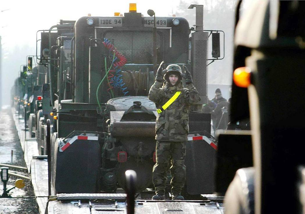 2003年1月,巴伐利亞邦的駐德美軍,正積極動員,準備「傳言中的伊拉克入侵行動」...