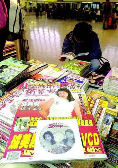 璩美鳳遭偷拍性愛光碟案震驚台灣政壇,當時隨書附性愛光碟的「獨家報導」,在桃園中正...