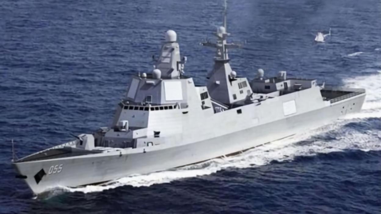 中共海軍的055型萬噸導彈驅逐艦有遠距防空和反潛能力。 (新華網)
