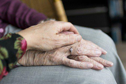 若希望罹患老年相關疾病如阿茲海默症的父母能保持活力,那麼知道他們過去真正喜歡的事...