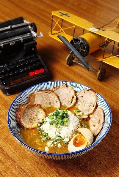 銷魂叉燒咖哩飯(5片)320元/少見以叉燒肉結合咖哩,選用瘦肉多一些的叉燒肉,加...