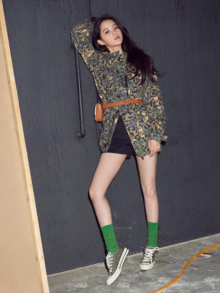 歐陽娜娜演繹Converse Chuck 70綠色低筒鞋,約2,480元。圖/C...