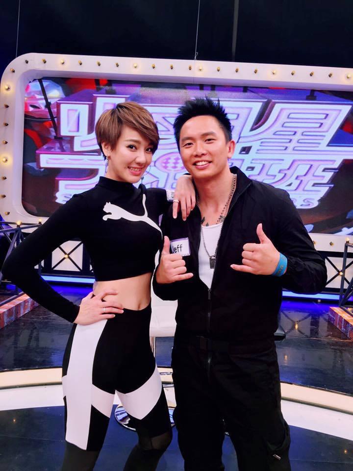 劉雨柔(左)和老公黃育仁相當恩愛。圖/摘自劉雨柔臉書
