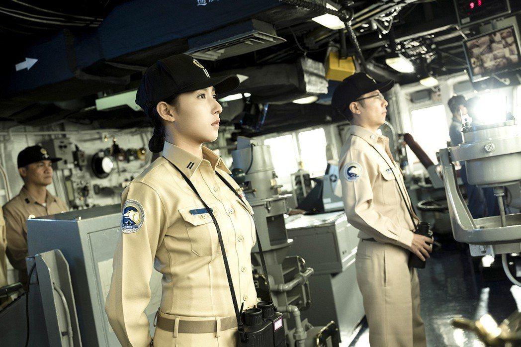 楊晴率領海軍基隆級艦。圖/TVBS提供