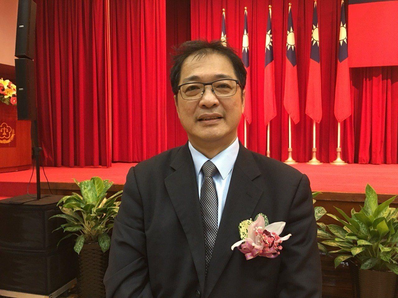 新任台南地檢署檢察長鄭銘謙出席聯合交接典禮後,馬不停蹄走馬上任。記者邵心杰/翻攝