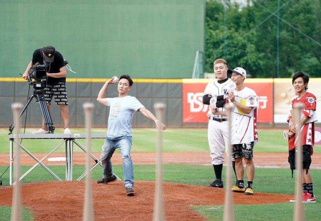 謝祖武帶領「武德高中」棒球校隊參加公益活動。圖/奧瑪優勢提供