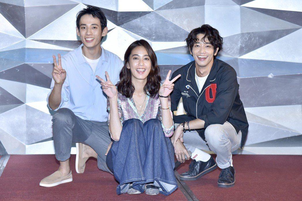徐鈞浩(左起)、陳庭妮、劉以豪出席「種菜女神」殺青宴。圖/歐銻銻娛樂提供