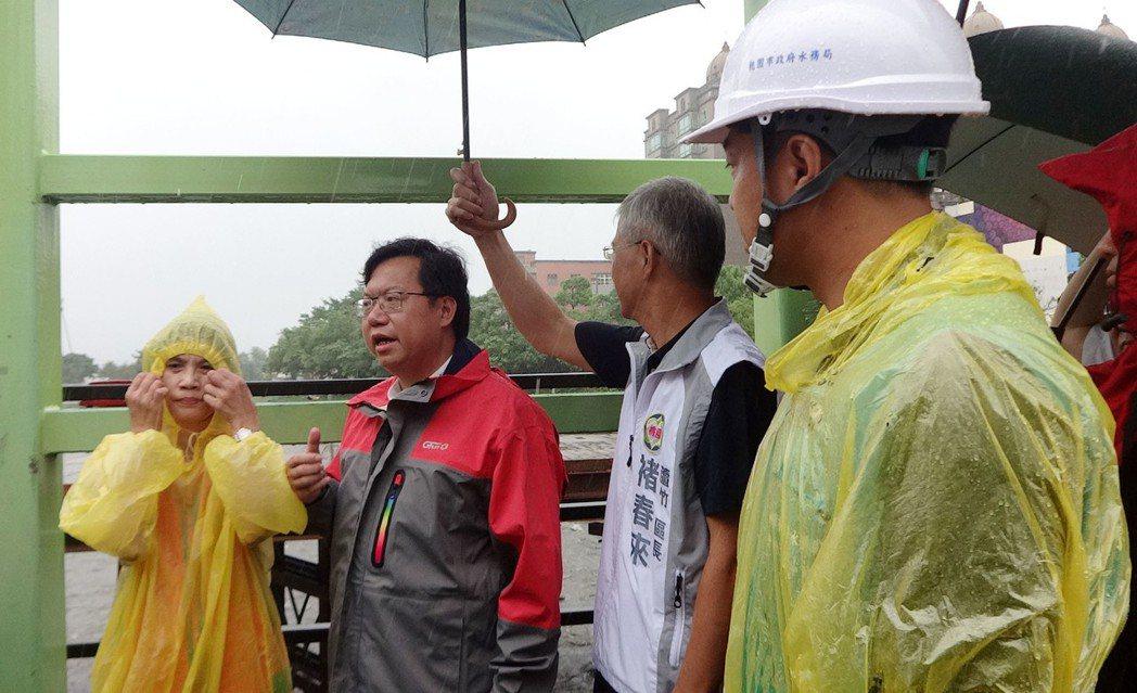 2006年9月桃園市長鄭文燦排定出訪日本,因遇莫蘭帝颱風,改派副市長出國,自己坐...
