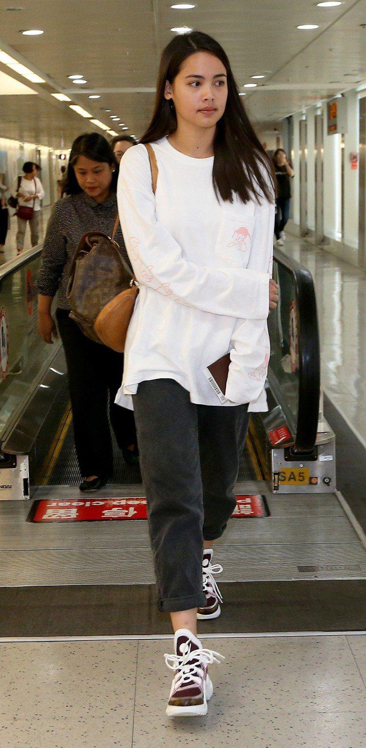 泰國電影《把哥哥退貨可以嗎》女主角YAYA,10日中午搭機抵台。圖/記者陳嘉寧攝...