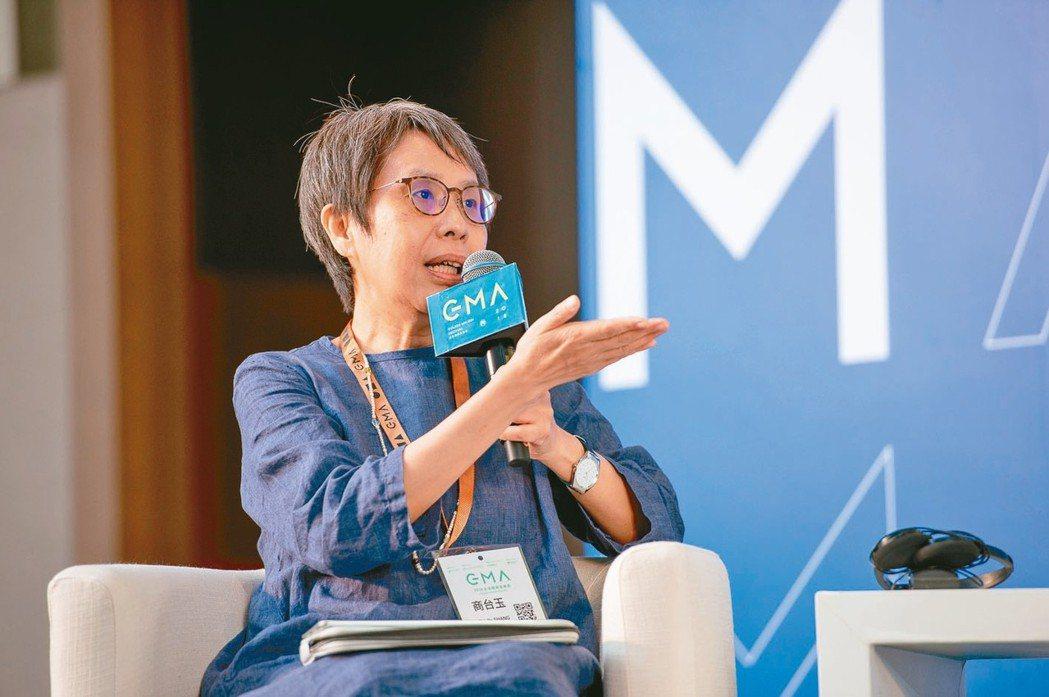 台灣數位文化協會理事商台玉(圖)與大大國際娛樂總座李明智。