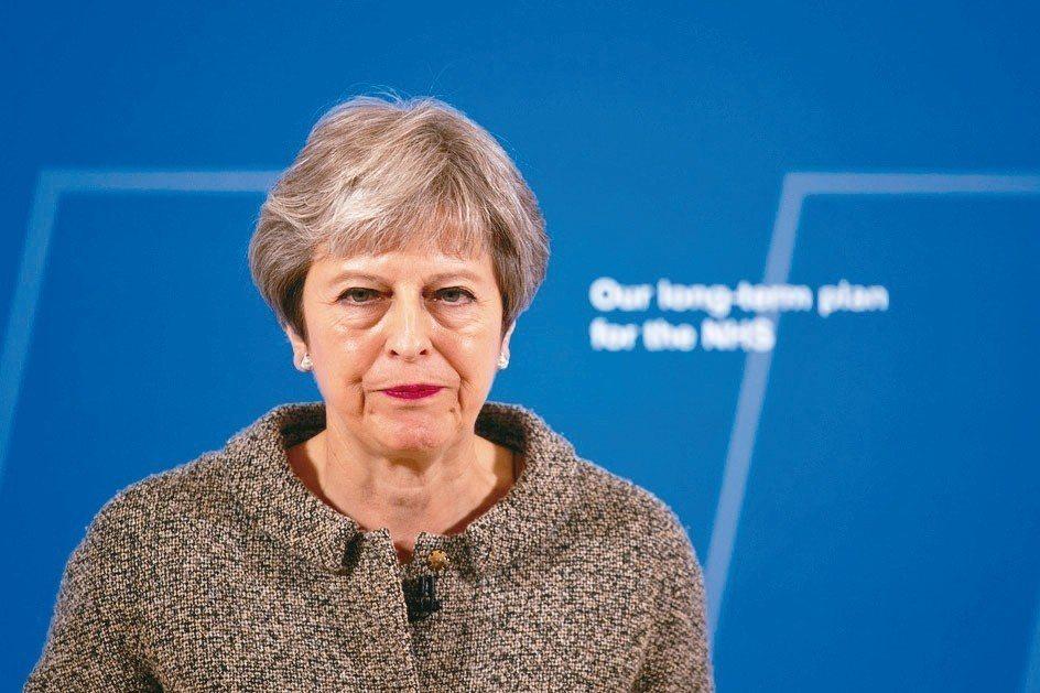 英國首相梅伊的軟脫歐策略惹毛內閣「疑歐派」,繼脫歐事務大臣戴維斯和副脫歐大臣貝克...