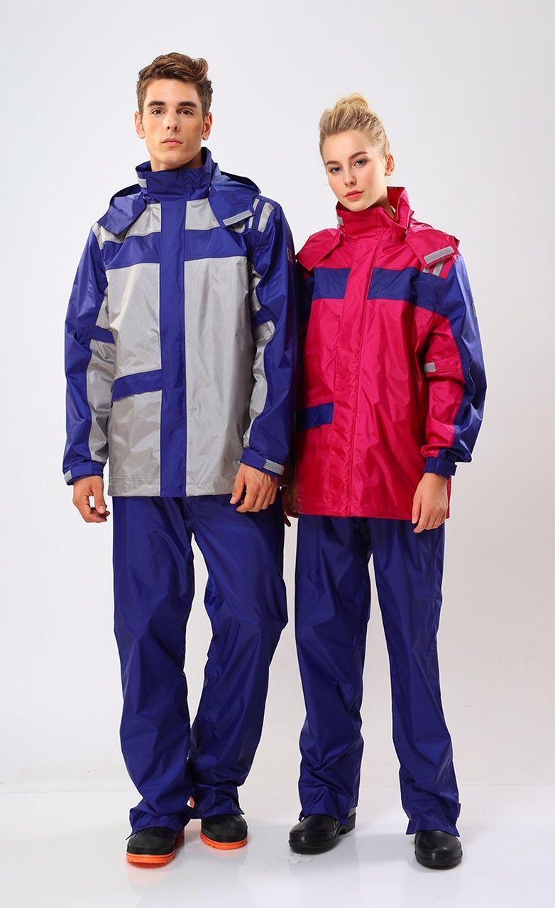 機車族最為實用的「達新牌-飛翼騎士耐久防水套裝二件式雨衣」。東森購物/提供