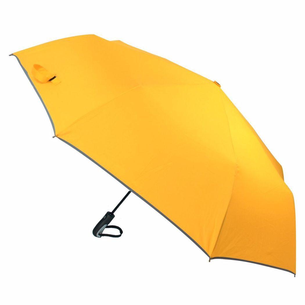 防水傘面加大、傘骨結構強化的「2mm 超大傘面自動開收傘」。東森購物/提供