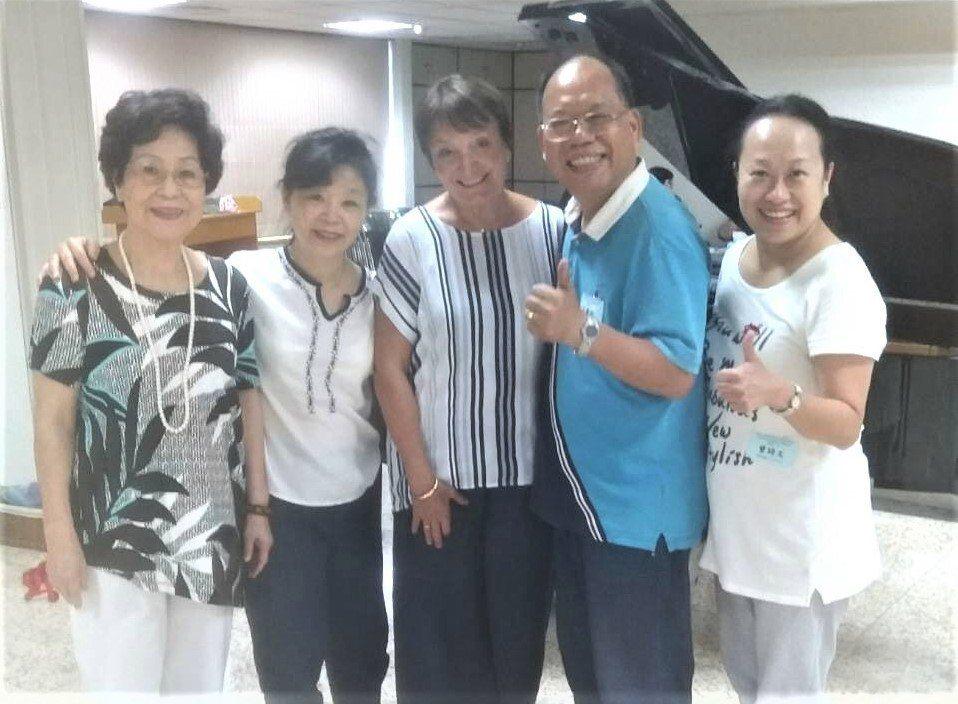 社團法人台灣國際達克羅士音樂節奏研究學會理事長劉蘭姝(左一)表示,藉由音樂、舞蹈...