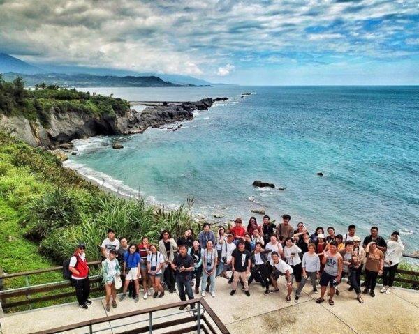 透過環島踏查,學生能親近土地探索環境議題。 圖/世新大學提供