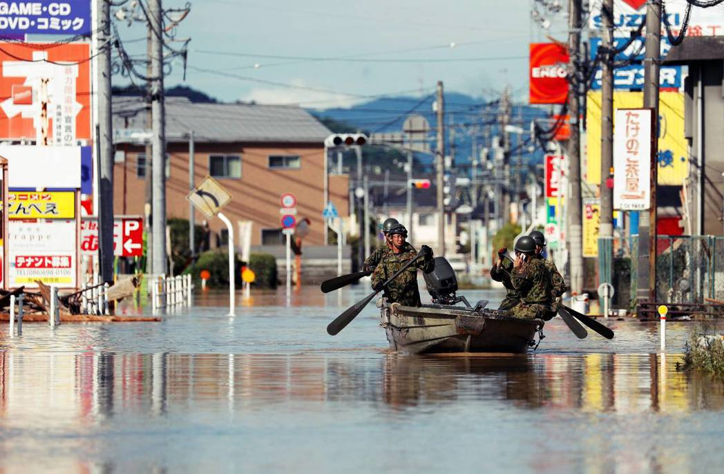 西日本多處降雨量也都超過1,000毫米,暴雨幾乎是用倒的,如此驚人的雨量,可說是...