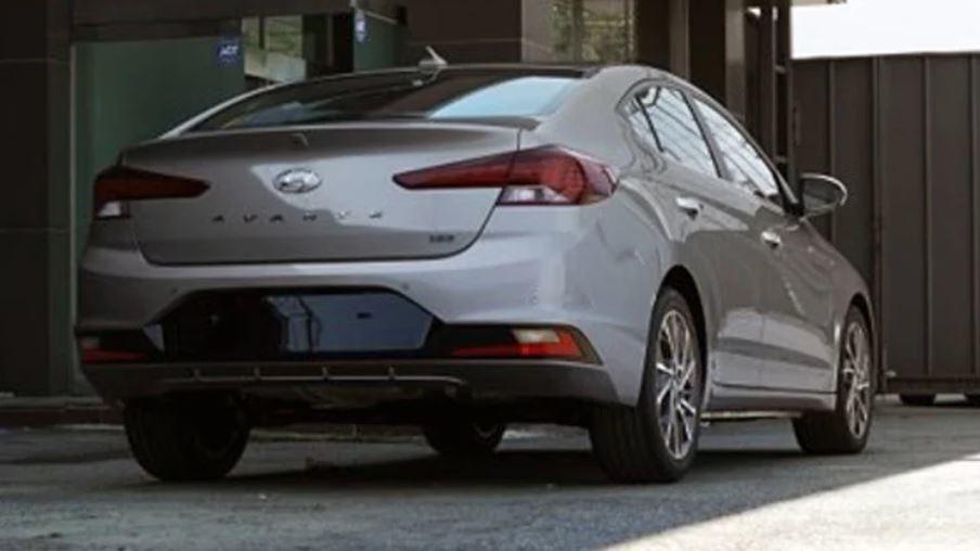 小改款Hyundai Elantra間諜照。 摘自CarAdvice