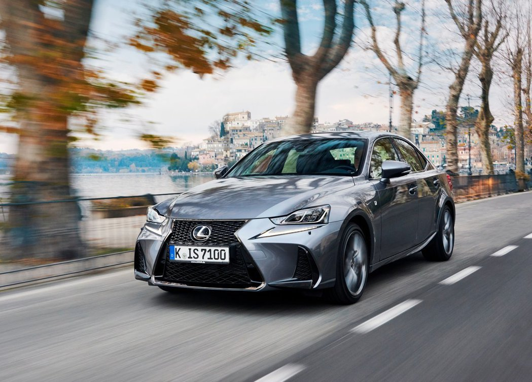 Lexus IS F-Sport。 摘自Lexus