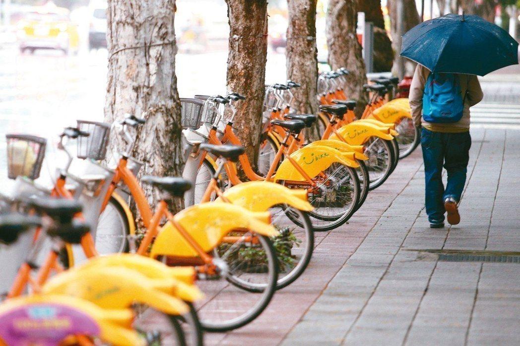 因應颱風「瑪莉亞」來襲,微笑單車(YouBike)公司今早宣布,台北市、新北市及...