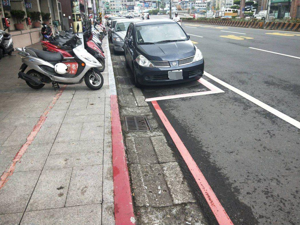 基隆開放全市路邊紅黃線區域停車,重要路段除外。記者游明煌/攝影