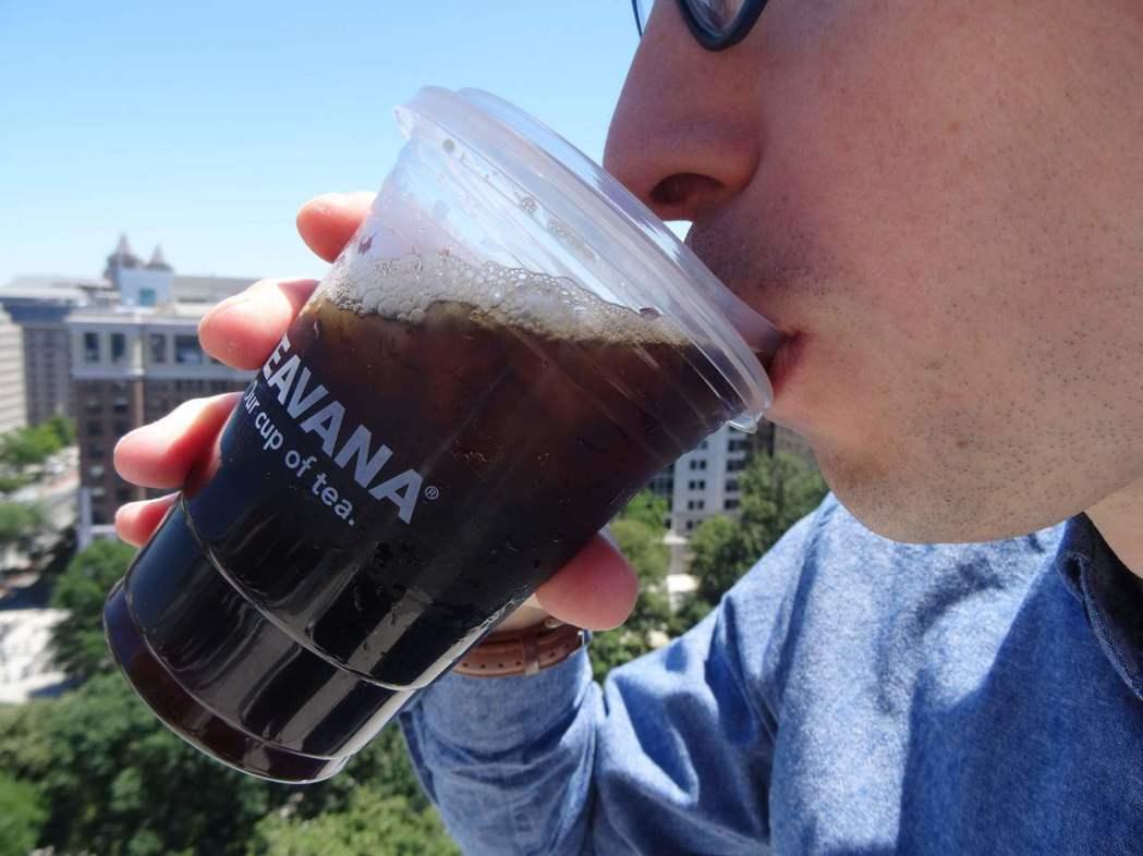 星巴克9日公布該公司不用吸管的新杯蓋設計。法新社