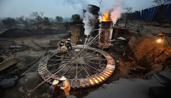 新一波鋼鐵停限產大浪來襲,唐山市政府證實,預計到今年11月底前將壓減鋼鐵產能78...