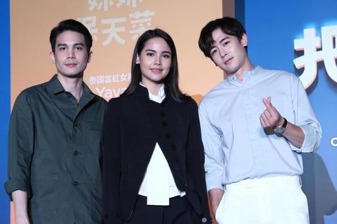 泰國賣座電影「把哥哥退貨可以嗎」在台舉辦記者會,3位主角Sunny、Yaya、「2PM」團員尼坤(Nichkhun)皆出席,影帝Sunny在片中頻頻破壞妹妹Yaya與尼坤之間的感情,戲外3人卻是超級...