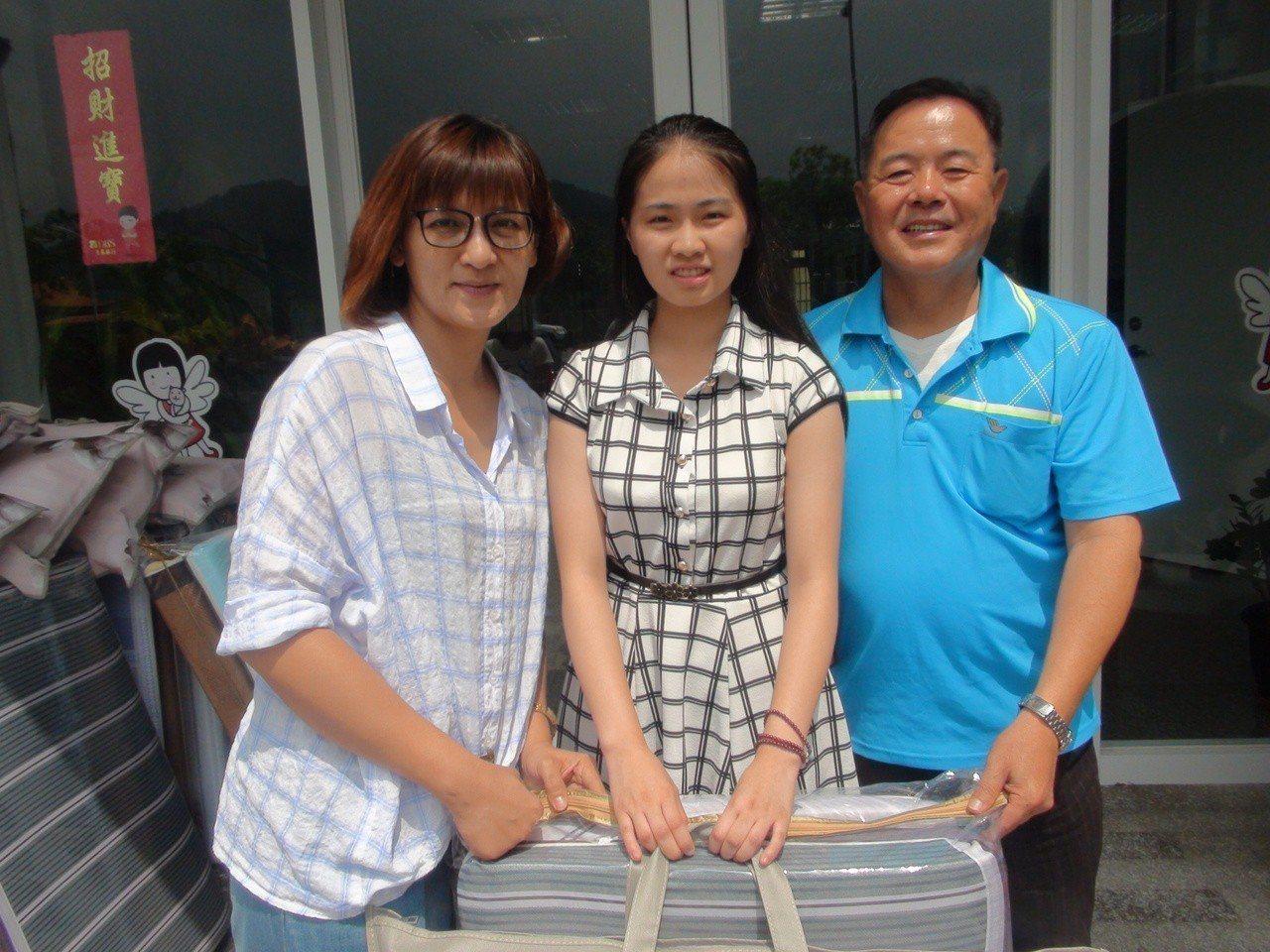 昭元棉業有限公司今天捐贈10套、總價近2萬元的寢具給北台中家扶中心,幫助弱勢學子...