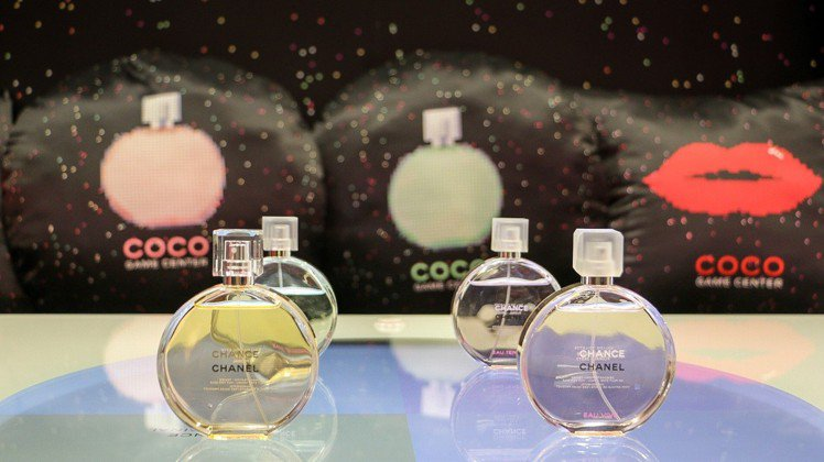 香水遊戲機,按一下看一下今天的幸運色與對應香水。圖/記者謝欣倫攝影