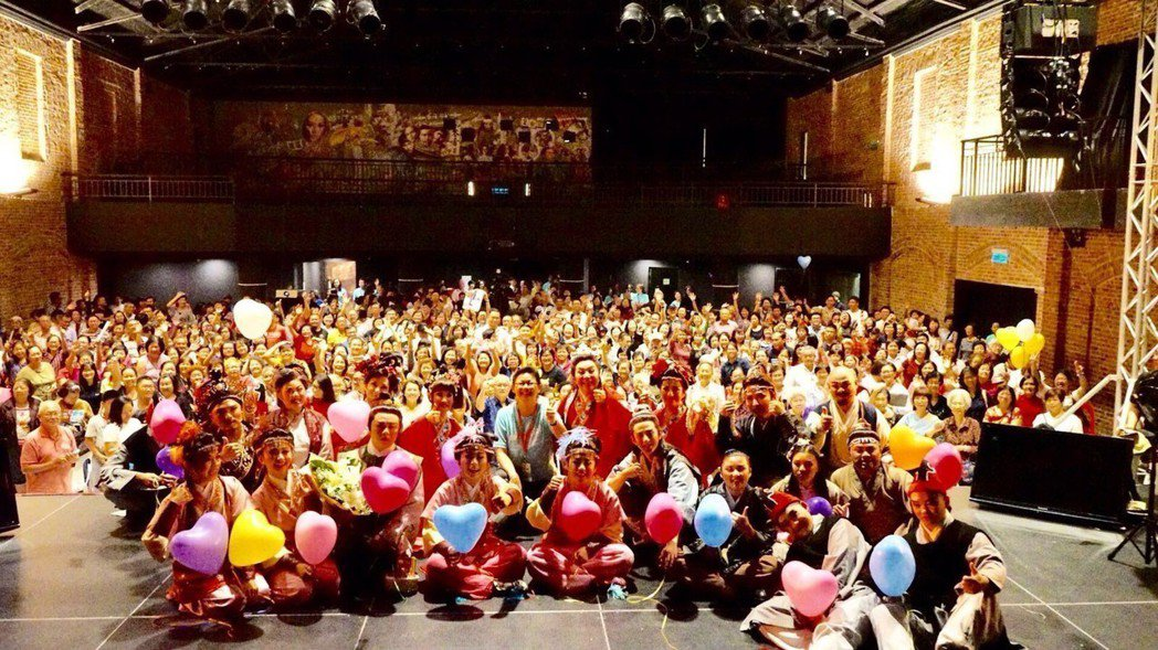 唐美雲率團到馬來西亞公演,獲得滿堂彩。圖/民視提供