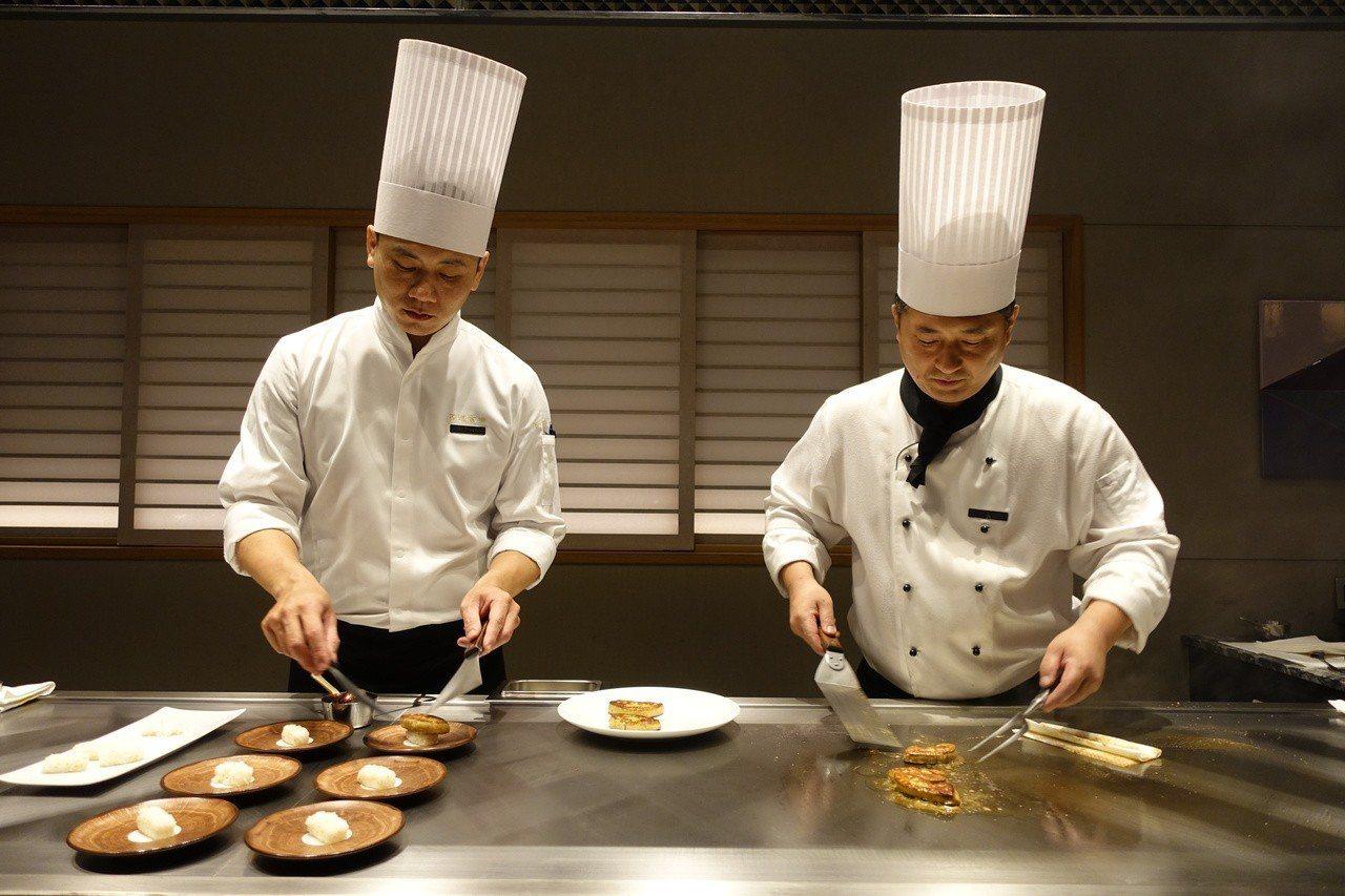 日籍菁英廚師團隊駐店。記者張芳瑜/攝影