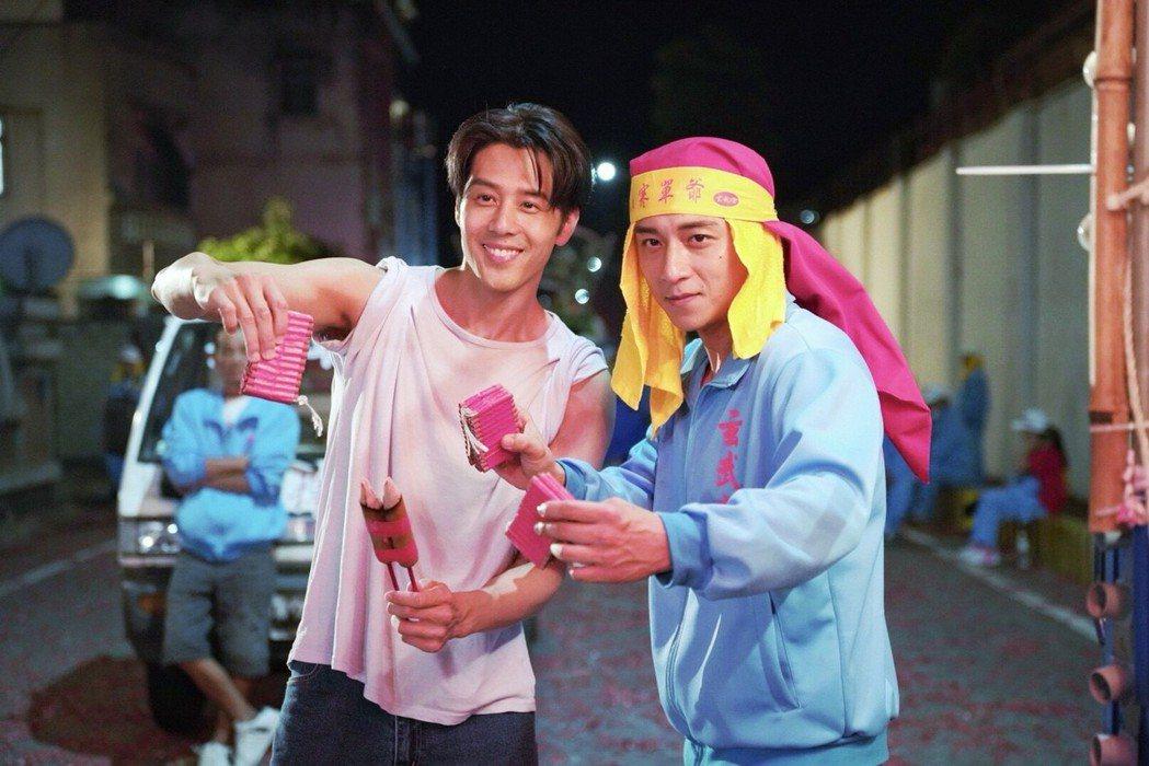 鄭人碩(右)親自上陣演出寒單肉身。圖/奧瑪優勢提供