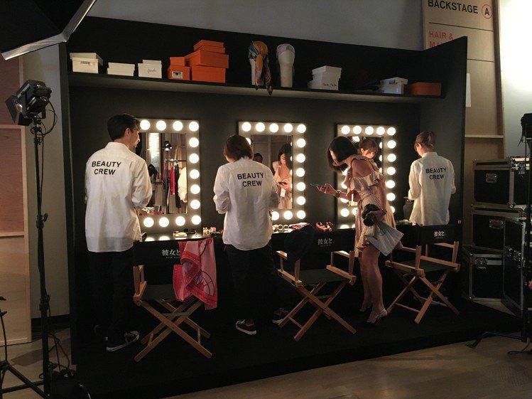 片廠還包括髮型、化妝間和儲藏室等,完整呈現電影拍攝的幕前與幕後。圖/記者吳曉涵攝...