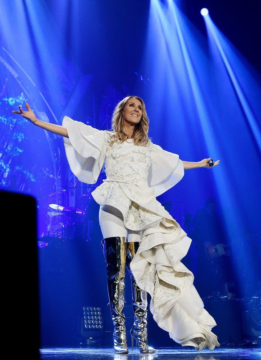 席琳狄翁7月11日在台首場演唱會,不管颱風情況,照常舉行。圖/寬宏藝術提供
